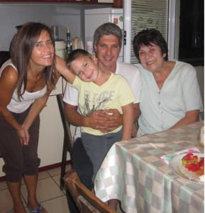 Семейството на Мартин Киров, който се оперира в Турция с кибернож.