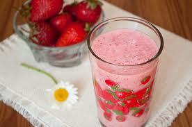 Едно добро решение за преодоляване на пролетната умора е смути от ягоди и други плодове.