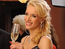 Актрисата Яна Маринова прилага от време на време водна диета за отслабване и стройна фигура.