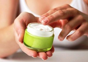 Направете си чудесен домашен крем против бръчки