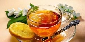 Помогнете си с рецепти от българската народна медицина при възпалени венци – билкови отвари с мед и витамини