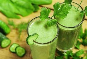 Към диетата при хепатит е добре да се прибави смути от краставица, червено цвекло, ябълка и лимон