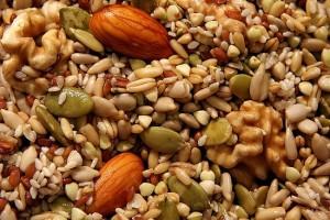 Храни богати на витамин Е са полезни при появата на болезнено топче под мишницата
