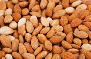 Витамин В17 се съдържа най-много в ядките на бадемите и кайсиите