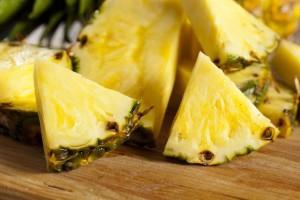Тропическият плод ананас е много богат на хранителни вещества, които защитават целия ни организъм
