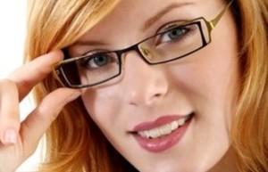 При астигматизъм се използват очила за корекция на зрението