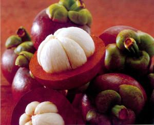 Плодовете на дървото мангостин са много вкусни и уникални и затова са почитани Югоизточна Азия