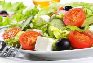 За да се намали рискът от затлъстяване, в храната трябва да има повече салата
