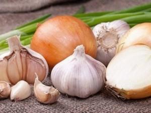 Компрес от чесън и лук върху цирей ще помогне за оздравяването му