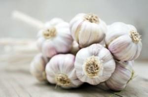 Народната медицина предлага чесън за лечение на обривите от херпес