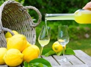 Направете си паста за зъби с лимонов сок при парадонтоза