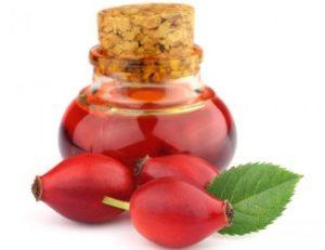 Шипковото масло се използва успешно в козметологията, полезно е и при болест на Крон.