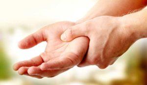 Изтръпване на ръцете – рецепти от народната медицина и причини.