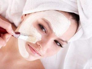 Прилагането на маската, е желателно да става в хоризонтално положение, така че хумата да не потече от кожата надолу.