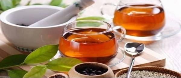 Билковите чайове облекчават състоянието при подагра и набавят нужните течности за деня